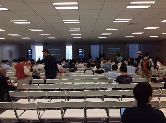 イベント開始の段階では席は半分程度でした