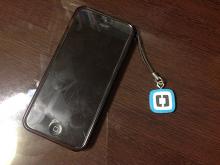 iPhone と Adobe Brackets ストラップ